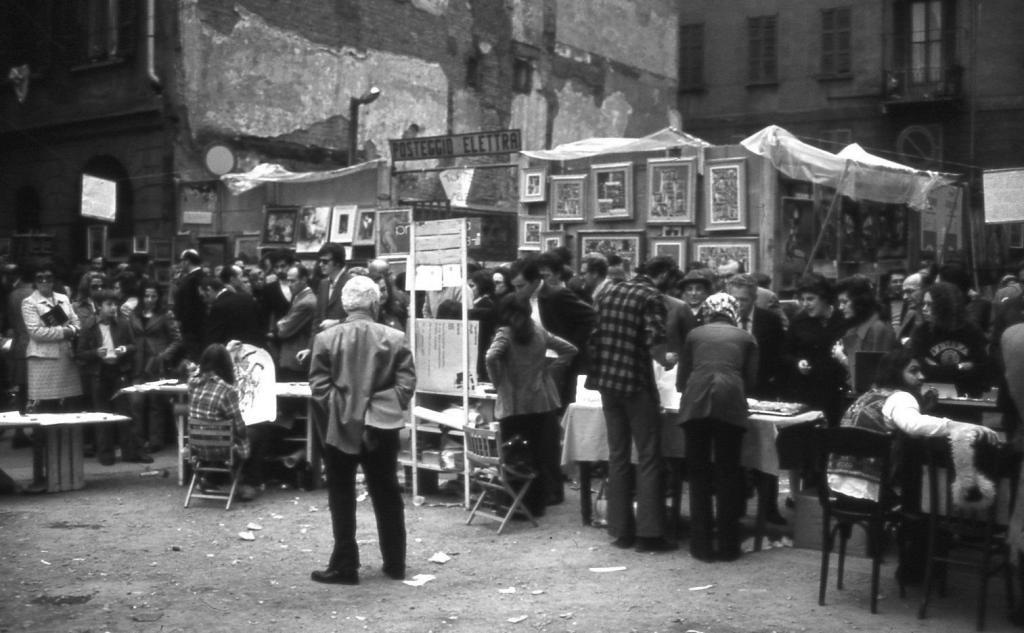 Milano il mercatino di brera studio de angelis for Il mercatino milano